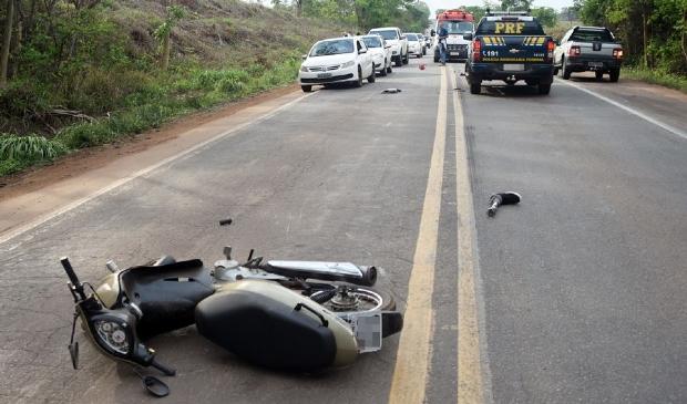 Homem com deficiência física morre atropelado por caminhão na BR-364
