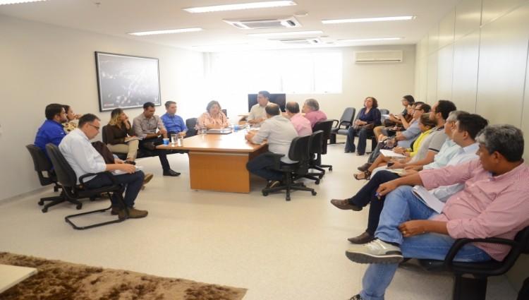 Prefeito com a comissão de implantação do HMC - Foto: Gustavo Duarte